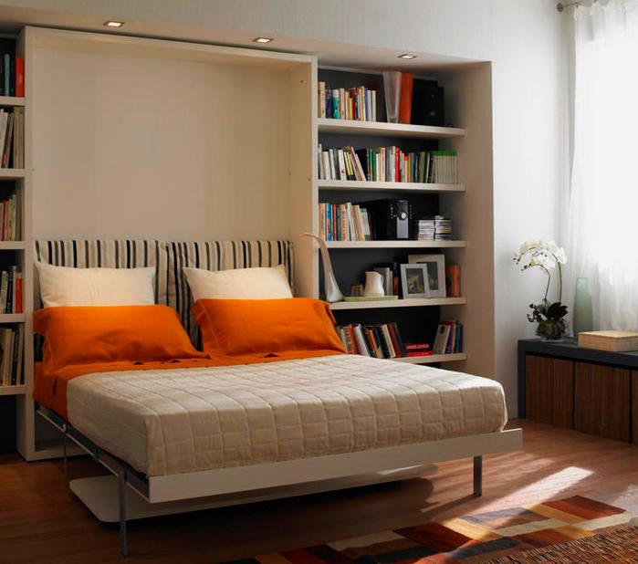 Гостиная с двуспальной кроватью спрятанной в стене