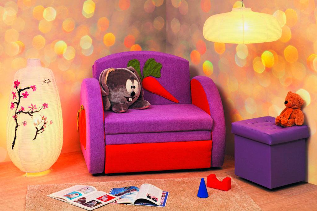 Яркое раскладное кресло со спальным местом для ребёнка