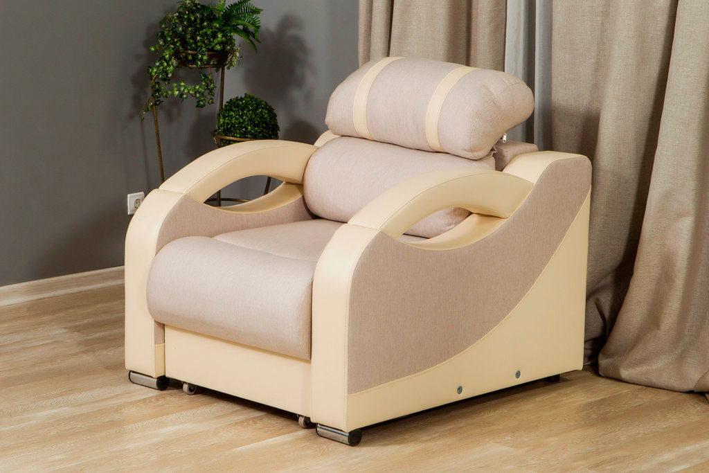 Раскладное кресло для сна в интерьере комнаты