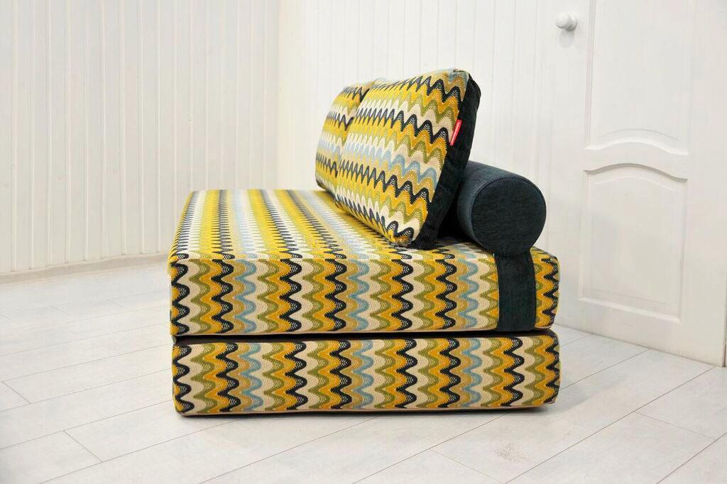Фото трансформируемого в кровать кресла сбоку