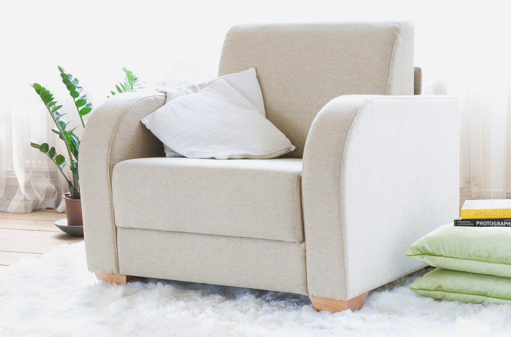 Раскладное кресло в плотной тканевой обивке