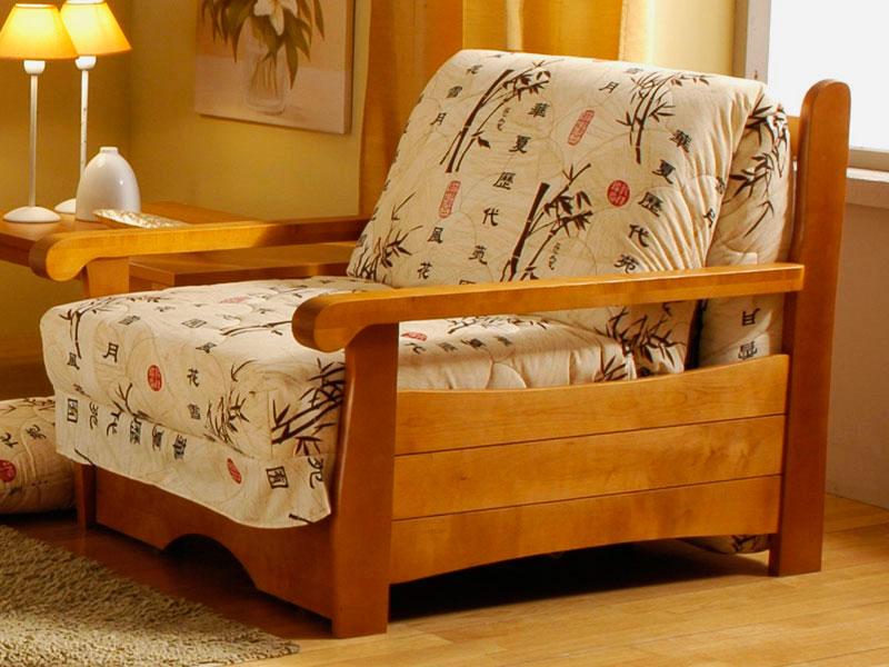 Деревянное кресло-кровать с ортопедическим матрасом для ежедневного сна