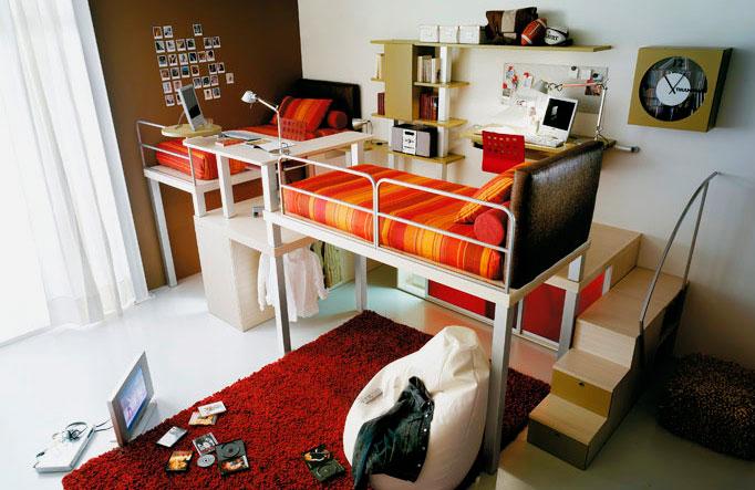 Две кровати типа чердак в интерьере комнаты подростков