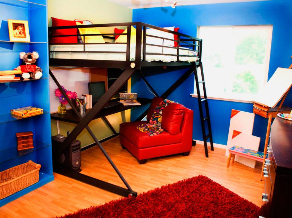 Металлическая кровать-чердак для подростка с просторным спальным местом
