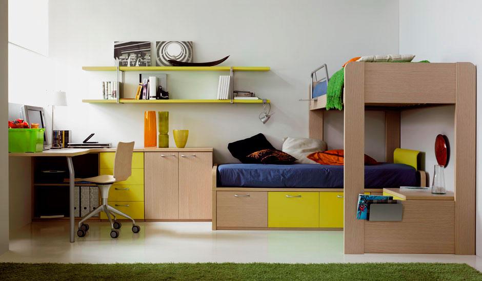 Деревянная кровать-чердак с кроватью внизу в комнате подростков