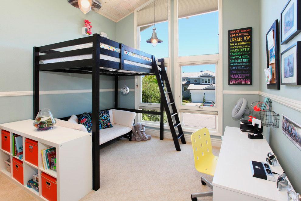 Кровать-чердак с диваном внизу в интерьере комнаты подростка