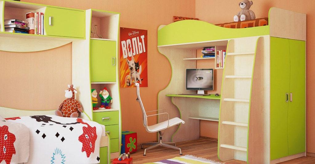 Кровать чердак с прямым столом в интерьере детской комнаты