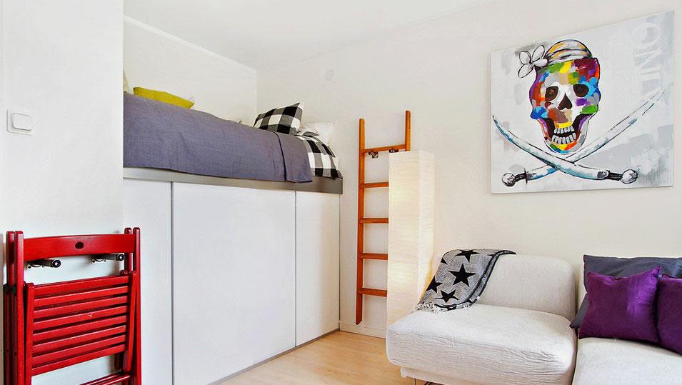 Спальное место оборудованной на шкафу