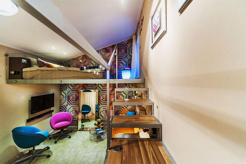 Кровать потолочного типа в интерьере