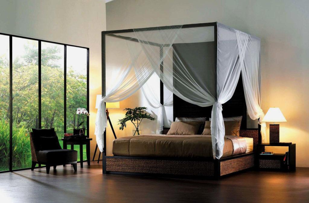 Кровать с балдахином закрепленном на каркасе