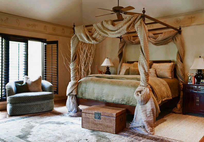 Кровать украшенная балдахином