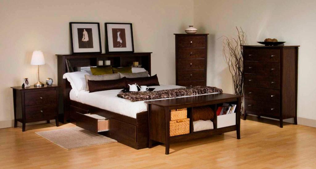Изножье кровати с полками