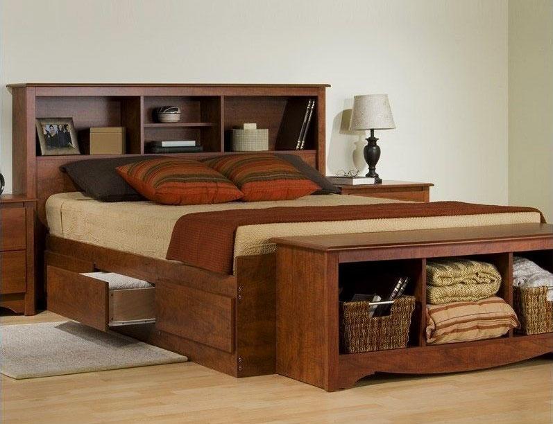 Кровать с полками в изножье и выдвижной системой хранения