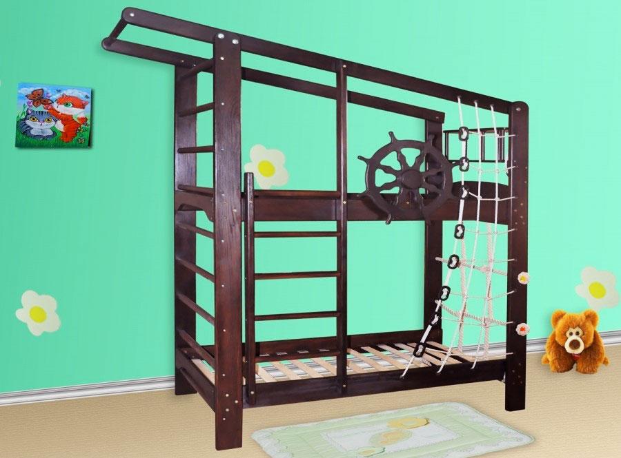 Каркас двухъярусной детской кровати со спортивным инвентарем в морском стиле
