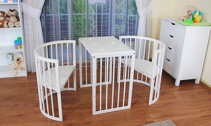 Фото трансформируемых в кровать стульев и столика для детей