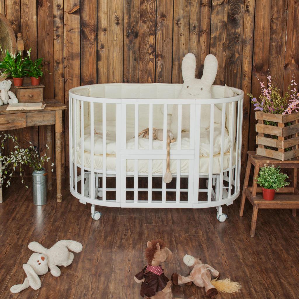 Детская кроватка овальной формы