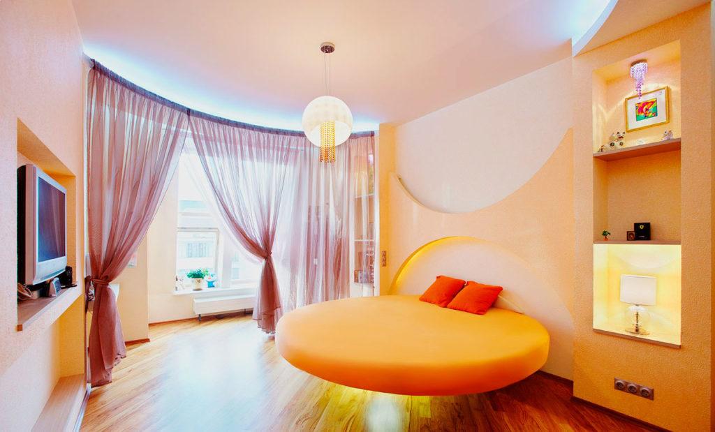 Интерьере спальни с круглой кроватью