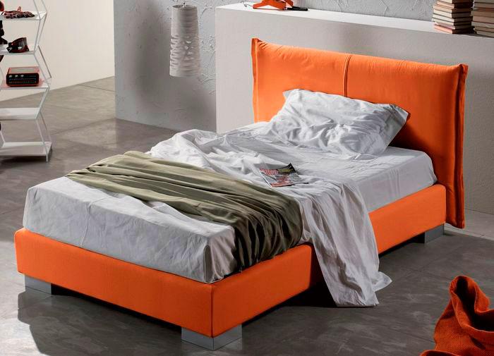 Маленькая односпальная кровать