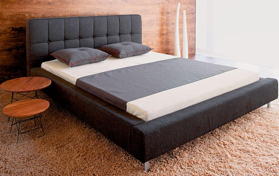 Фото двуспальной кровати в интерьере спальни