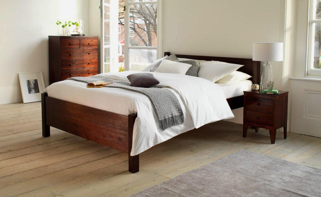 Полутороспальная деревянная кровать