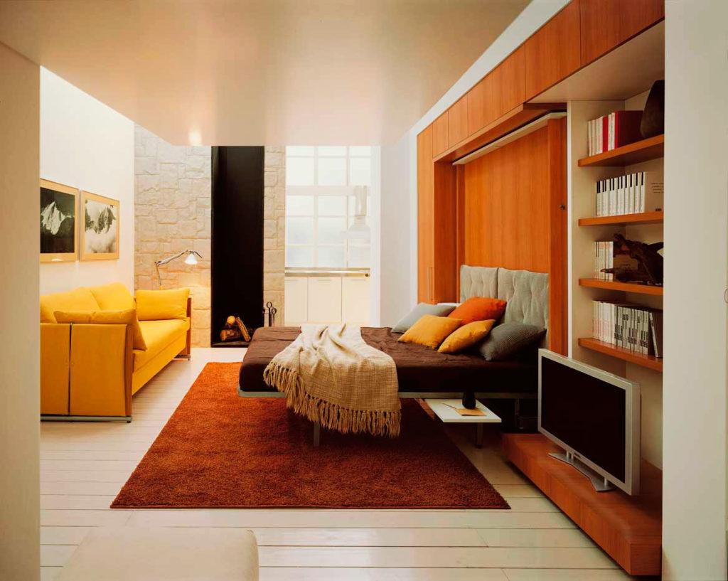 Фото шкаф-кровати 2 в 1 в интерьере малогабаритной квартиры