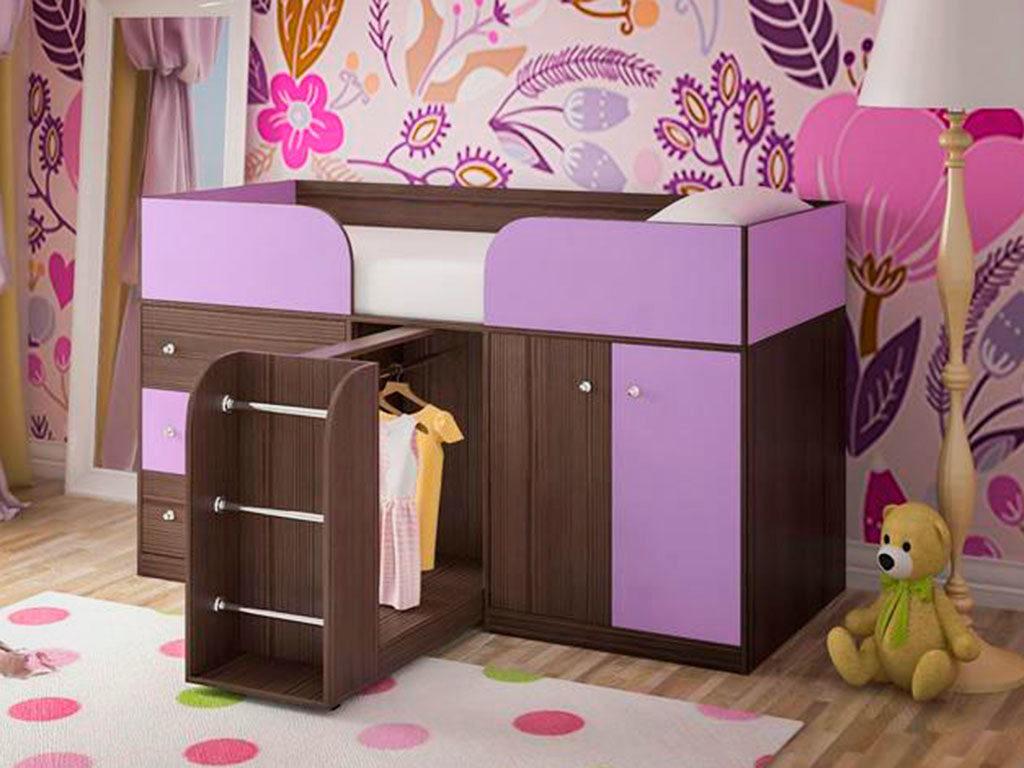 Низкая кровать-чердак с системой хранения внизу в виде выдвижных и распашных шкафов и ящиков