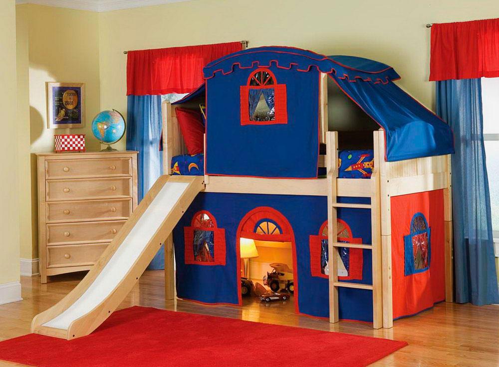 Кровать-чердак для мальчика с игровой зоной
