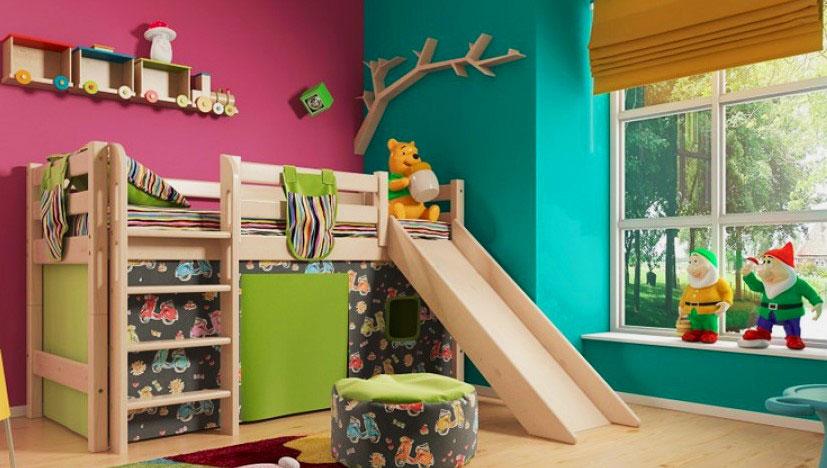 Детская кровать с игровой зоной и горкой