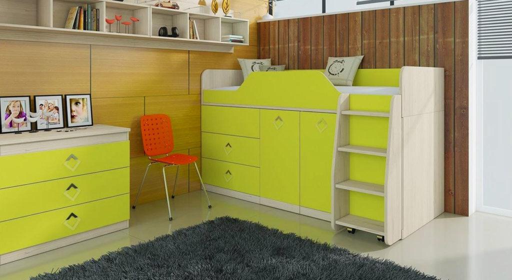Низкая кровать-чердак в интерьере детской комнаты