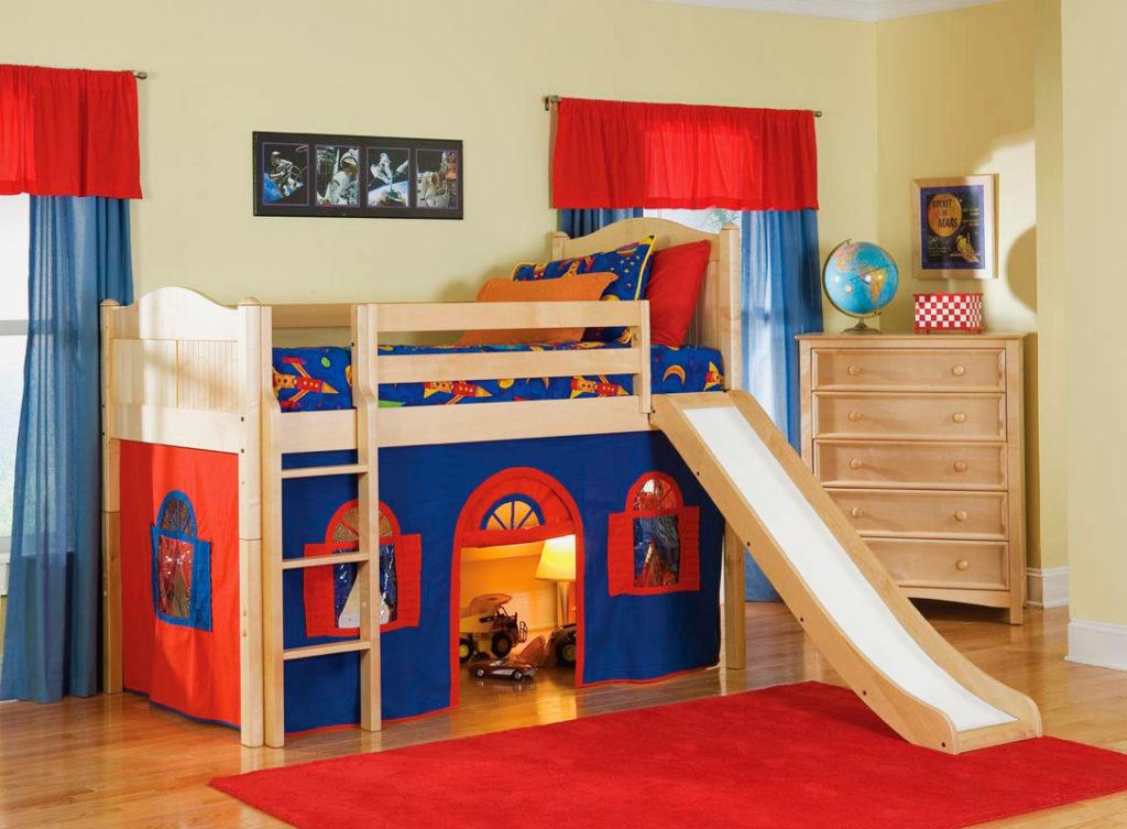 Детская кровать-чердак с горкой