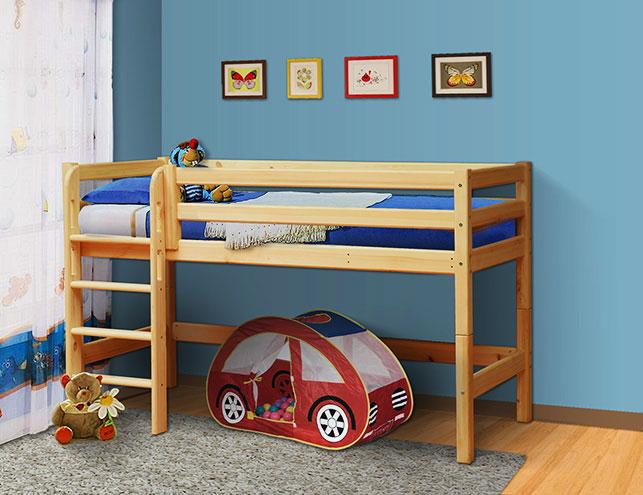 Низкая детская-кровать-чердак со свободным пространством внизу