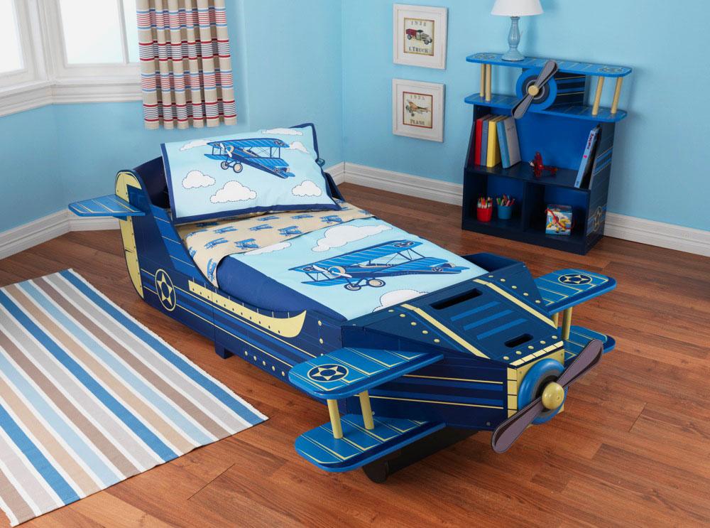 Кровать в виде самолёта с пропеллером