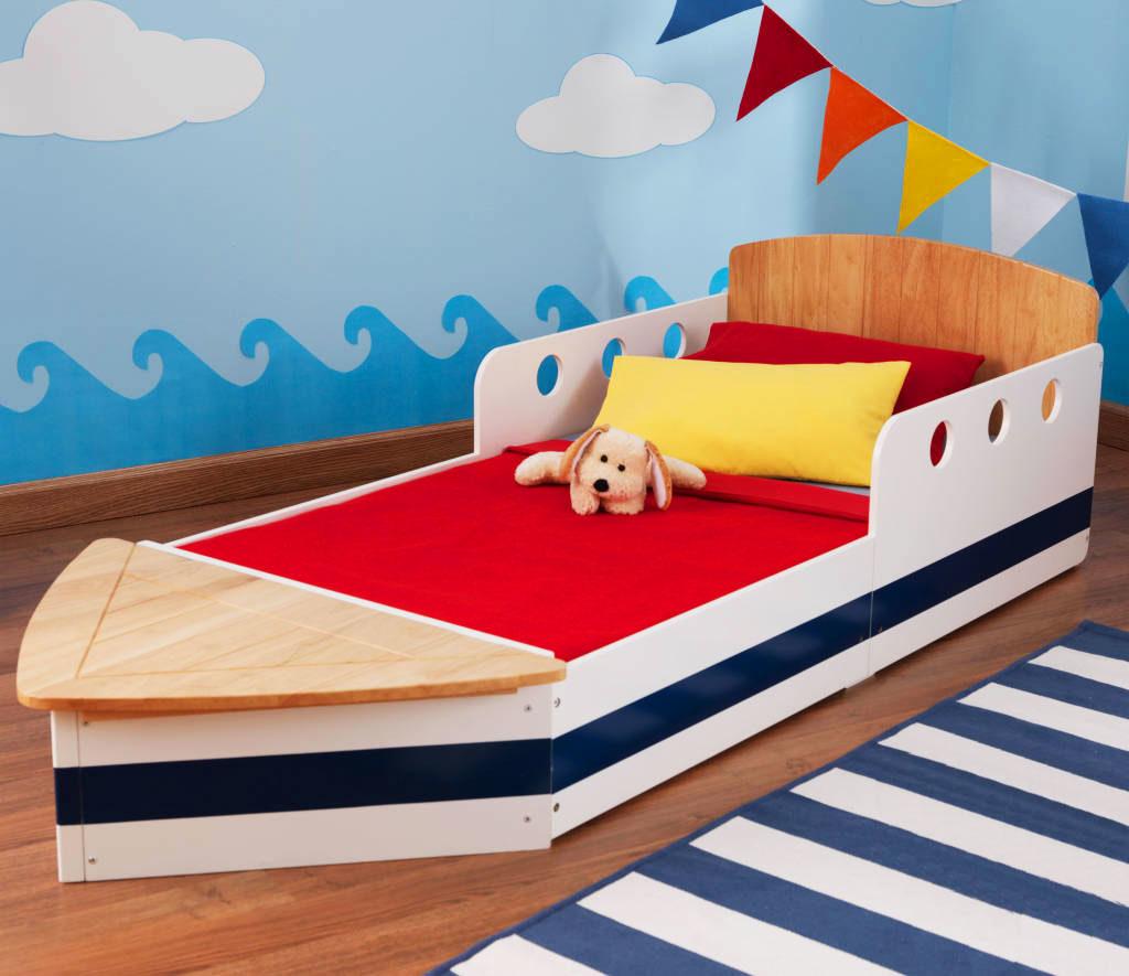 Детская кровать для мальчика в виде кораблика