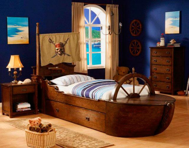 Детская кровать-корабль для мальчика в интерьере комнаты