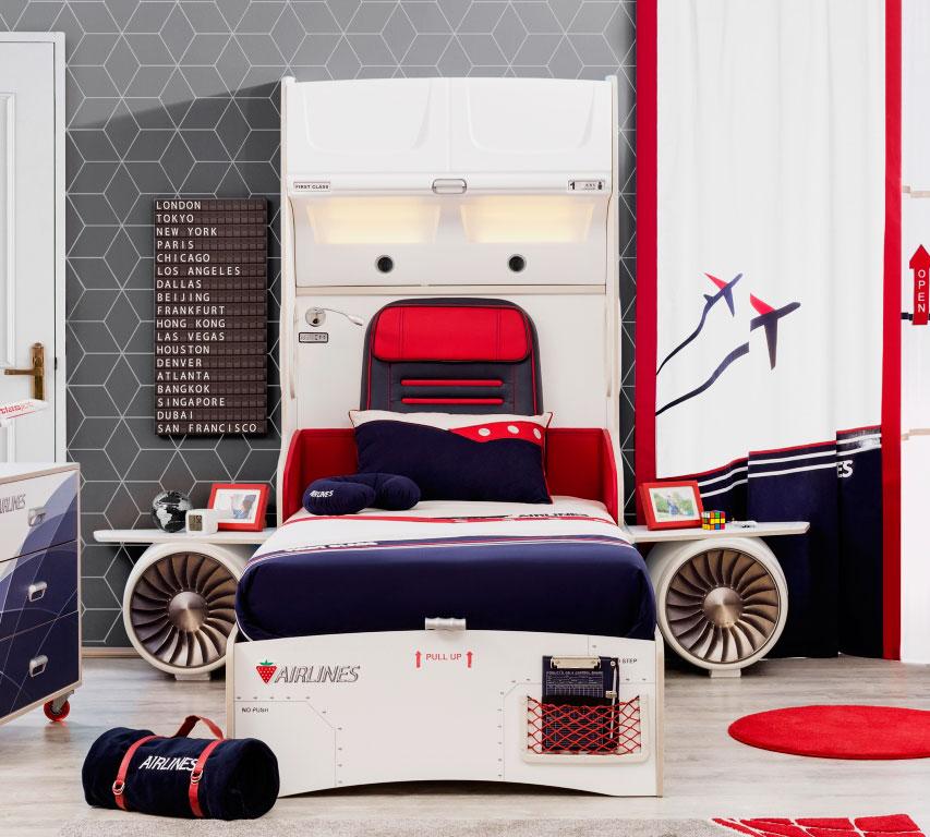 Кровать в интерьере комнаты мальчика стилизованная под самолёт