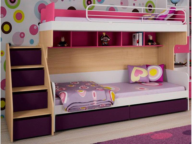 Двухъярусная кровать для девочек с металлическими бортиками и ступенями в виде выдвижных ящиков