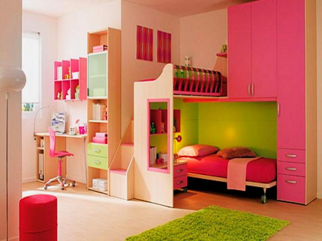 Угловая двухэтажная кровать для девочек со шкафами