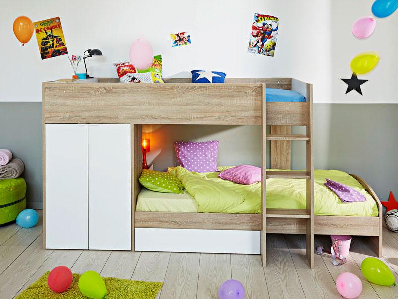 Деревянная двухъярусная кровать со шкафом с распашными дверьми на магнитах