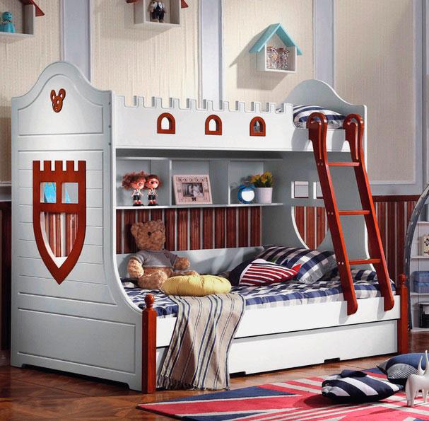 Двухъярусная кровать для мальчиков декорированная под рыцарский замок
