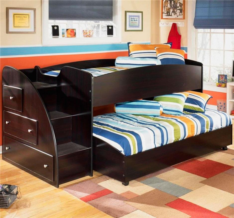 Деревянная кровать-матрешка