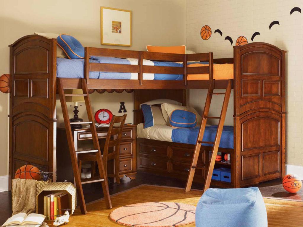 Двухъярусная кровать с тремя спальными местами и рабочим столом