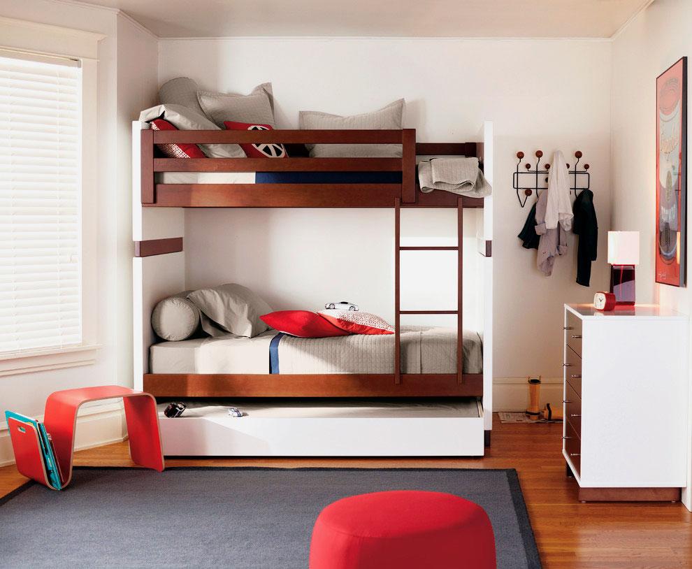 Фото детской комнаты мальчиков с двухэтажной кроватью в интерьере