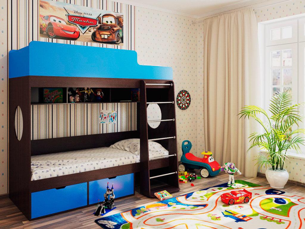 Двухэтажная кровать для мальчиков с высокими бортиками на верхнем ярусе