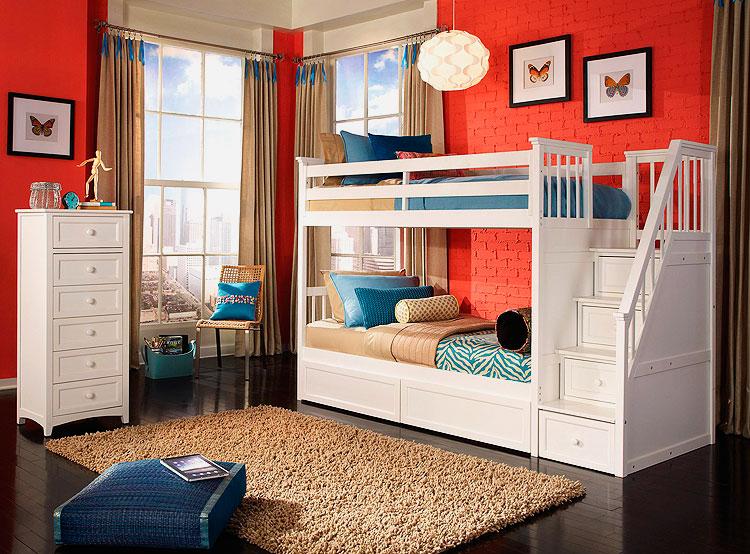 Фото двухъярусной кровати классической конструкции с выдвижными ящиками