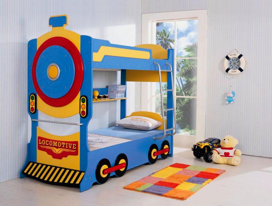 Двухэтажная кровать для мальчиков в виде поезда