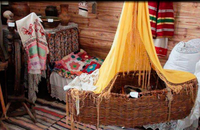 Детская плетеная колыбель