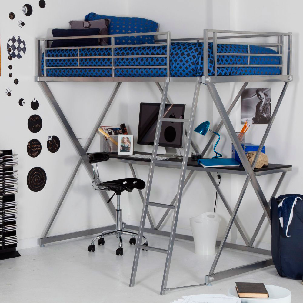 Фото кровати-чердака на металлическом каркасе со столом