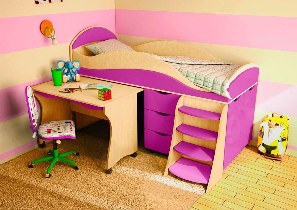 Низкая кровать-чердак с выкатным столом