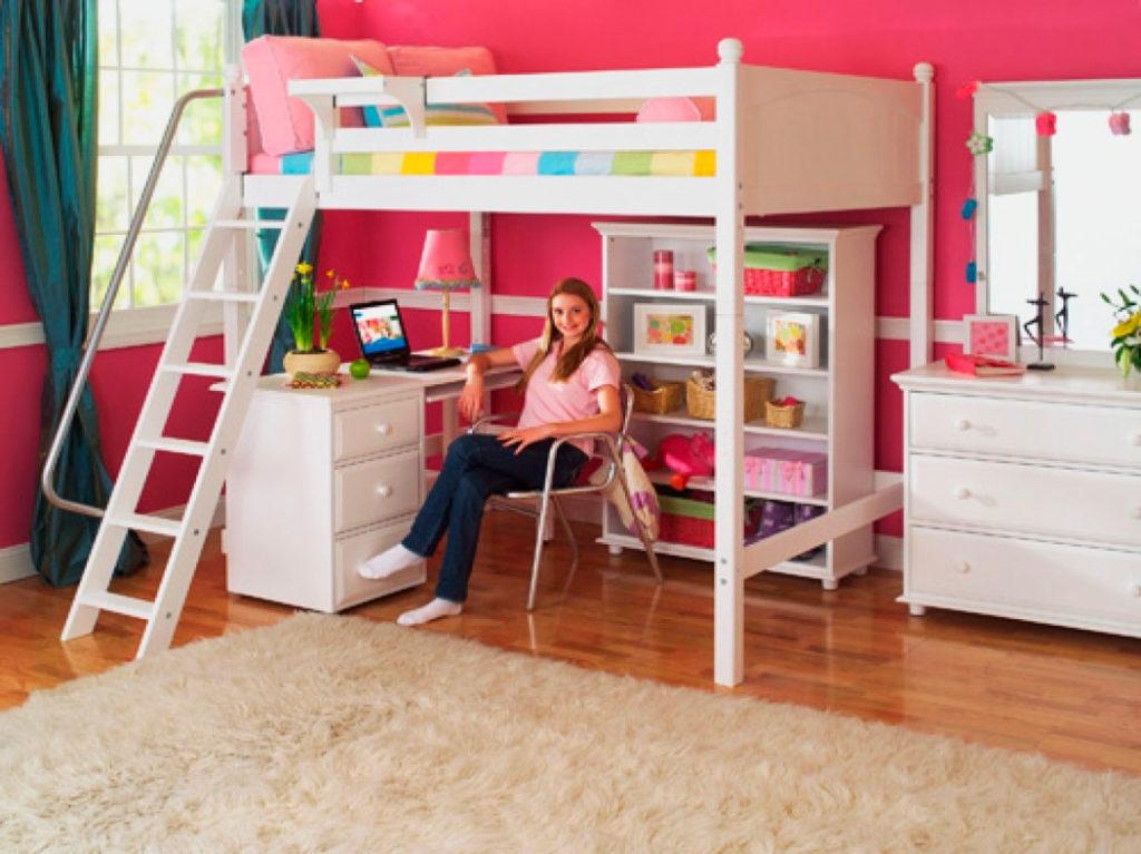 Кровать-чердак для девочки подростка со свободно организуемым пространством внизу