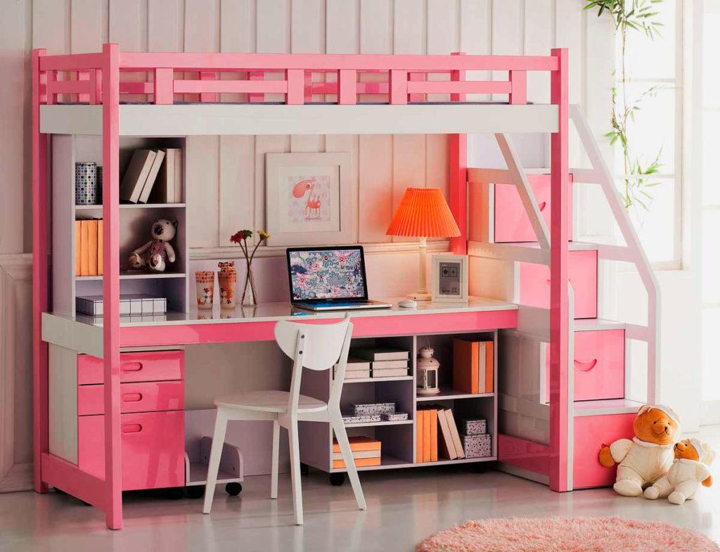 Розовая кровать-чердак для девочки со столом и тумбами внизу